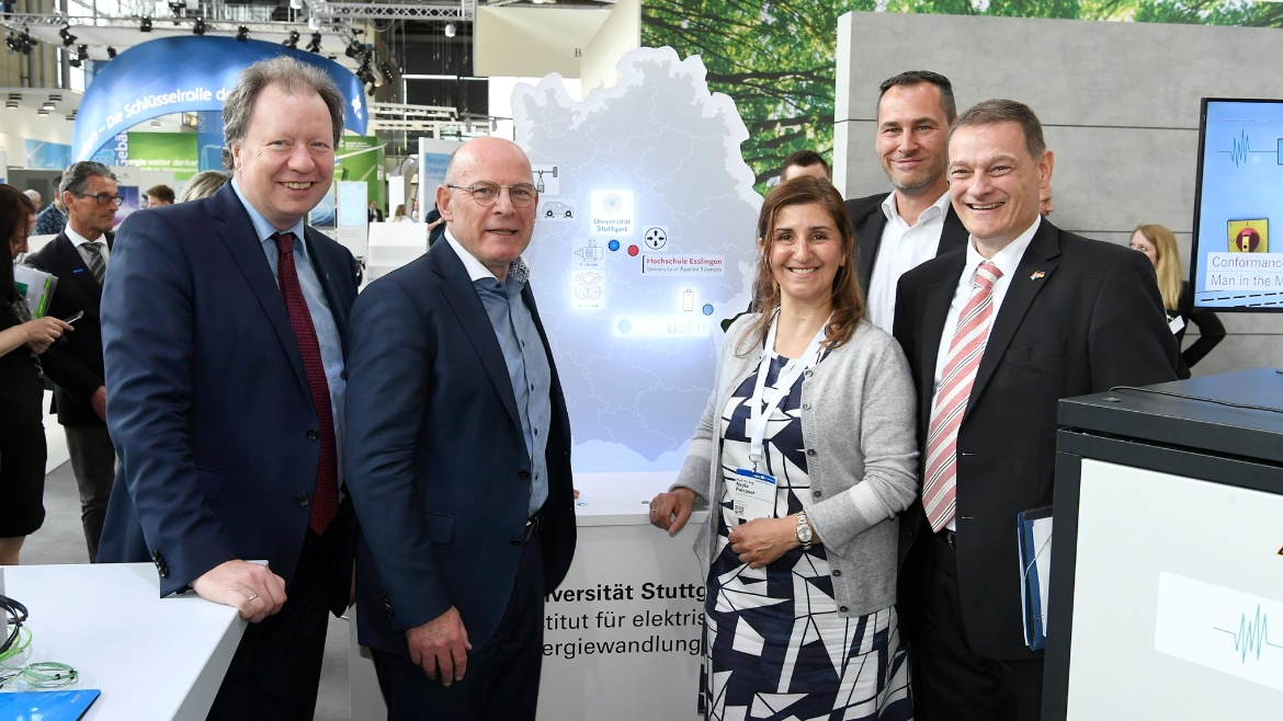 Head of Institute Nejila Parspour with the Minister of Transport of the State of Baden-Württemberg Winfried Hermann and the Rector of the University of Stuttgart Wolfram Ressel at the IEW booth